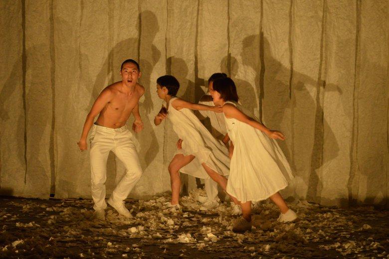 記事「作・演出・振付/ 鈴木竜による、ふたりっこプロデュース『Washi+Performing Arts? Project Volume3 風の強い日に』四国ツアーを開催!」の画像