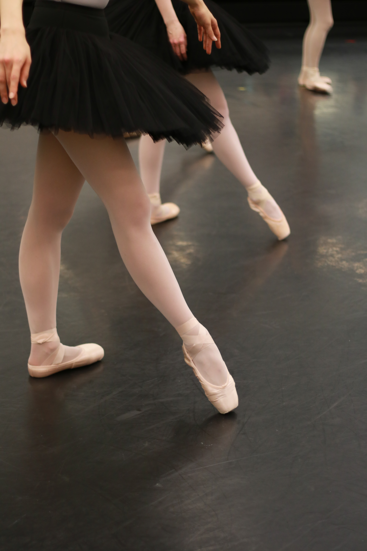 こんなバレエのレッスン受けたことある!?〜64カウントのアンシェヌマンを踊ろう〜