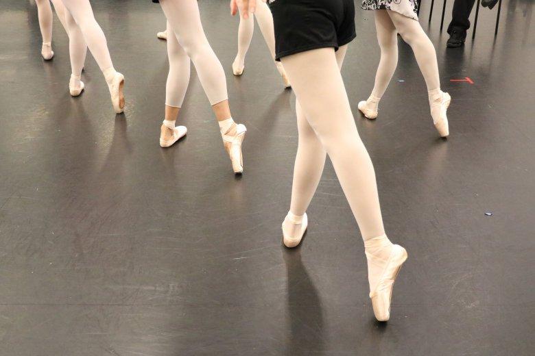 記事「コールドバレエにチャレンジ!! ひと味違うバレエワークショップでバレエの楽しさを体験しよう!」の画像