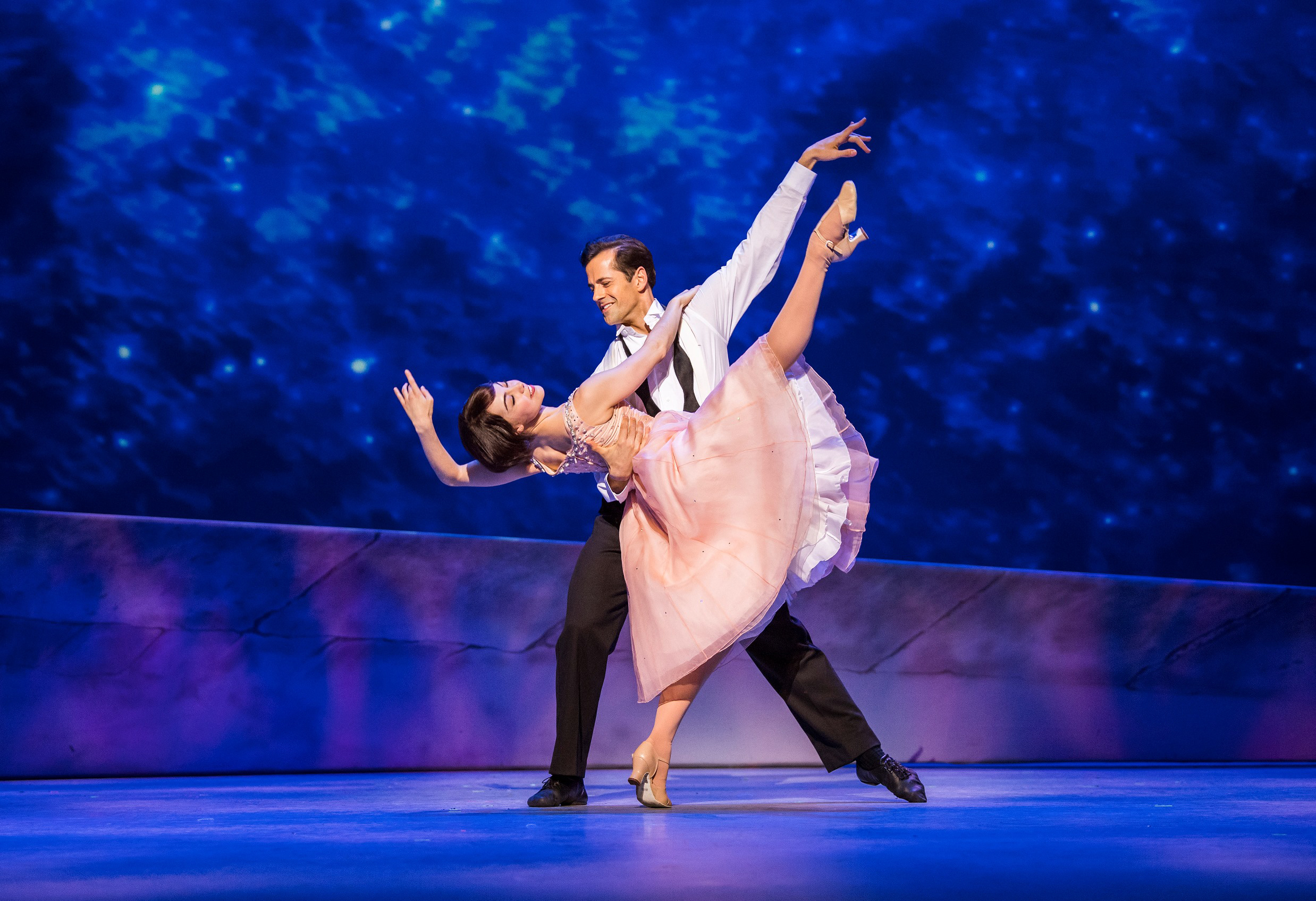 Robert Fairchild (Jerry Mulligan) and Leanne Cope (Lise Dassin) in An American In Paris by George and Ira Gershwin @ Dominion Theatre. Directed and Choreographed by Christopher Wheeldon. (Opening 21-03-17) ゥTristram Kenton 03-17 (3 Raveley Street, LONDON NW5 2HX TEL 0207 267 5550  Mob 07973 617 355)email: tristram@tristramkenton.com