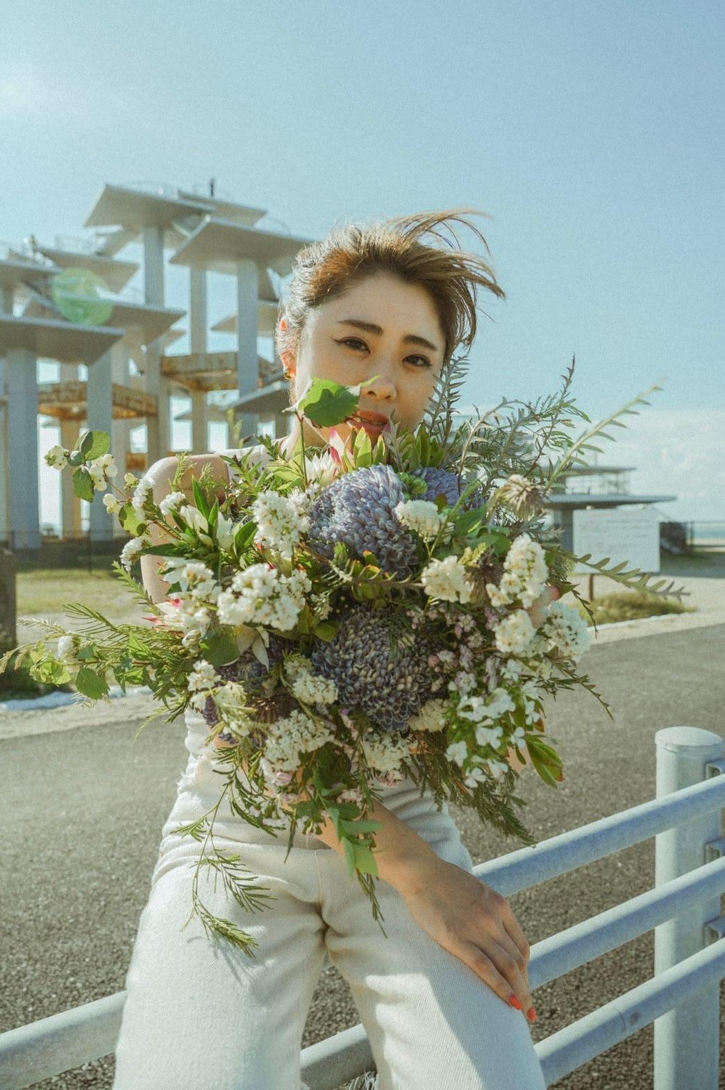 Dancerと花がコラボレーション。個性を生かし花もダンサーも輝くその写真とは?